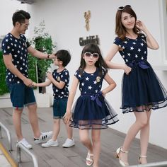 2019 fashion Family Matching Clothes Father Mother and Daughter Son Summer Matching T-shirts for Dad & Son Dress for Mom and colors can be selected) Dresses Kids Girl, Kids Outfits, Father And Son Clothing, Mode Junior, Matching Family Outfits, Matching Clothes, Mom Daughter, Dad Son, Look Girl
