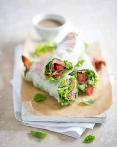Bacon Lettuce and Tomato Spring Rolls tomato, sandwich, lunch recipes, food, summer rolls, dipping sauces, spring rolls, healthy recipes, springroll