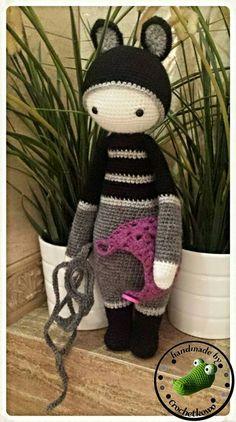ROCO the raccoon made by Monika (Crochetkowo) / crochet pattern by lalylala Crochet Doll Pattern, Crochet Dolls, Crochet Patterns, Crochet Animals, Doll Patterns, Stuffed Animals, Crocheting, Felt, Hacks