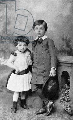 The man whose brain is now an app...Albert Einstein (1879-1955) German-Swiss mathematician: Relativity. Einstein and his sister Maja as small children / Universal History Archive/UIG