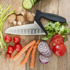 Webequ 'Veggie' Knife makes it easier to use the weight of the arm to a balanced and easy cutting and slicing. The grip is designed for right hand users and to give maximum control compared to regular knifes.