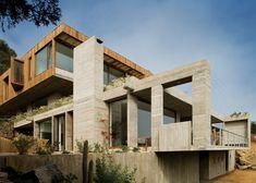 Casa El Pangue tiered house by Elton + Léniz