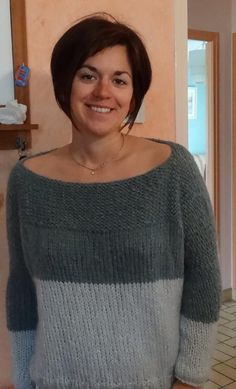 - Sweater Fashion - Le Pull Bigoût selon Anne Here is a tutorial of Anne: a bi-colored sweater easy to do. Like and shar. Sweater Knitting Patterns, Free Knitting, Sweater Fashion, Diy Clothes, Knitwear, Free Pattern, Knit Crochet, Voici, Sweaters