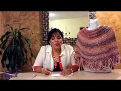 Capita de Alborada - Ideas para esta Navidad - Tejiendo con Laura Cepeda - YouTube Crochet Scarves, Crochet Shawl, Crochet Stitches, Crochet Patterns, Knitting Videos, Crochet Videos, Learn To Crochet, Diy Crochet, Chrochet