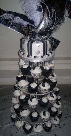 Black, white and silver Masquerade birthday cake and cupcakes - Birthday Cake Blue Ideen Masquerade Cupcakes, Masquerade Party Centerpieces, Sweet 16 Masquerade, Masquerade Ball Party, Masquerade Wedding, Masquerade Theme, Halloween Masquerade, Birthday Centerpieces, 40th Birthday Parties