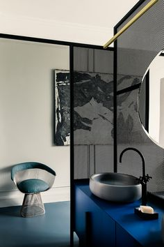 An Apartment In Paris Featuring Pieces From The History Of Design: French Metal Rack by Marcante – Testa Architetti Cabinet D Architecture, Interior Architecture, Interior And Exterior, Interior Design, Design Interiors, Bathroom Interior, Modern Bathroom, Parisian Bathroom, Neutral Bathroom