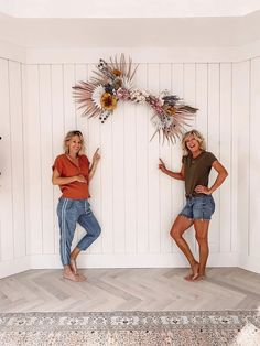 The perfect DIY wall decor for a girls bedroom.  Attach dried flowers to a stick.Foxi's Flowers [ DIY Arrangement ] Airstream Renovation, Farmhouse Style Decorating, Farmhouse Decor, Marriage Life, All The Way Down, Finding Joy, Cool Diy Projects, Mexico Travel, Three Kids