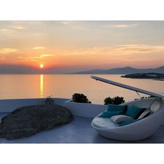 When sky is on fire. Mykonos Town, Hotel Suites, Greek Islands, Outdoor Furniture, Outdoor Decor, Luxury Travel, Best Hotels, Sunsets, Traveling