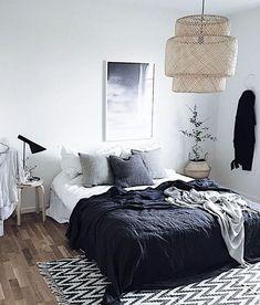 SINNERLIG hanglamp | Deze pin repinnen wij om jullie te inspireren. IKEArepint IKEA IKEAnl IKEAnederland bamboo rotan slaapkamer bed vloerkleed tapijt wooninspiratie inspiratie lamp