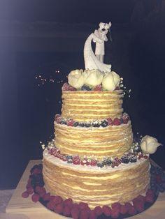 Millefoglie and Wild berry wedding cake from Class Ricevimenti and Castello di Meleto