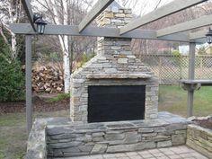 Churrasqueira de pedra com grande forno a lenha.   https://www.homify.com.br/livros_de_ideias/47247/10-churrasqueiras-e-fogoes-a-lenha-sensacionais