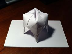 Logo z origami i gotowe zęby z origami w kształcie logo pozostawione w recepcji (każdy może sobie zabrać ze sobą). Może nawet instrukcję jak zrobić zęba jako sposób na zaangażowanie w markę pacjentów? http://origami.homoludens.hu/sites/default/files/ori_szs_fog_phase.jpg