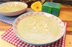 Zarter Kohlrabi und würziger Feta machen ein feines Süppchen... 3 Portionen 50 g Zwiebel gehackt 75 g Karotte in Stücke geschnitten 650 g Kohlrabi geschält