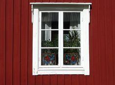 Son las  ventanas para la salita, y los dormitorios. Y las que hay aparte del mismo tipo en el salón.
