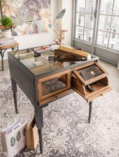 vintage style mobel schmuckvitrine ausstellungsvitrine kolonialstil boutique einrichtung schaukasten