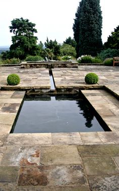 Water garden with reflective pool & rill by Hampshire garden designer Janet Bligh / on TTL Design Lush Garden, Garden Pool, Water Garden, Tropical Landscaping, Modern Landscaping, Backyard Landscaping, Pond Design, Garden Design, Porches