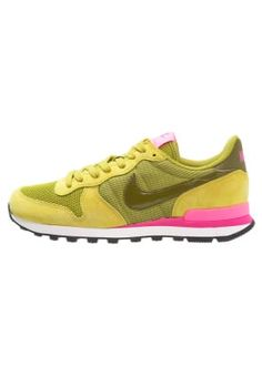 big sale 2e4b8 687d7 Nike Sportswear INTERNATIONALIST - Sneakers laag - peat moss olive  flak digital pink