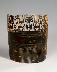 Tortoiseshell comb called « Hai Kara jangga », for a girl ready to be married. Impressive carving with mythological animals, fish and a life tree in the middle. From Sumba island.