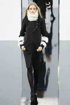Chanel Fall 2009 Ready-to-Wear Fashion Show - Karen Elson