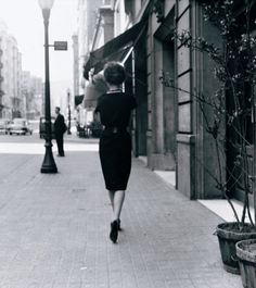 In 1957 a young Leopoldo Pomés started a photography project commissioned by Barcelona publisher Carlos Barral. With the clear goal of capturing the true essence of the city at the time
