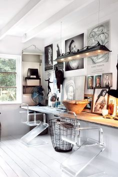 Check Out 25 Chic Scandinavian Home Office Designs. Scandinavian design is extremely popular now, so why not choose this style for your home office decor? Style At Home, Workspace Inspiration, Interior Inspiration, Inspiration Wall, Interior Ideas, Desk Inspo, Design Interior, Interior Stylist, Home Interior