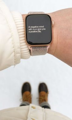 Apple Watch Fashion, Gold Apple Watch, Apple Watch Bands, Airpods Apple, Apple Watch Wallpaper, Minimalist Beauty, Hook And Loop Fastener, Apple Products, Apple Watch Series