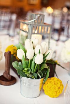 2014 DIY Beach Wedding Centerpiece Ideas, White and yellow flowers for beach wedding table decorations