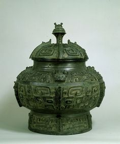 bronze vessel with tao-tie The Taotie design or the ogre mask is a motif commonly found on Chinese ritual bronze vessels from the Shang and Zhou Dynasty. The design typically consists of a zoomorphic mask, described as being frontal, bilaterally symmetrical, with a pair of raised eyes and typically no lower jaw area.