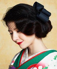 """古典からモダンまで取り揃える南青山の花嫁きもの専門店であるCUCURU。専属のコーディネイターもいるので、""""自分らしい""""おしゃれなきものコーディネイトがかなう。"""
