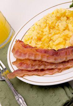 Nutrition How To Eat Healthy Fresh Turmeric, Turmeric Health Benefits, Proper Nutrition, Healthy Nutrition, Eat Healthy, Best Scrambled Eggs, Bacon Breakfast, Vitamin K2, Roasted Meat