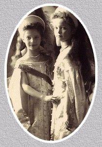 Les derniers Romanov - Les filles du Tsar - Tatiana et Olga en habits d'apparat en 1905.