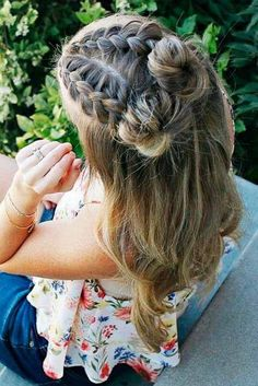 7 Surprising Cool Ideas: Messy Hairstyles Bun funky hairstyles for round faces.P… 7 Surprising Cool Ideas: Messy Hairstyles Bun funky hairstyles for round faces.Pixie Hairstyles Accessories bun hairstyles with curls. Spring Hairstyles, Feathered Hairstyles, Little Girl Hairstyles, Everyday Hairstyles, Vintage Hairstyles, Hairstyles With Bangs, Braided Hairstyles, Wedding Hairstyles, Trendy Hairstyles
