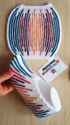 Making Colorful Striped Bag Booties with Two Bottles - knitting Baby Hats Knitting, Baby Knitting Patterns, Knitting Socks, Free Knitting, Crochet Patterns, Crochet Art, Love Crochet, Crochet Motif, Knitted Booties
