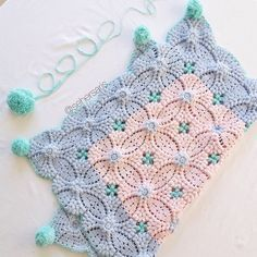 Crochet blanket   ♡ THIS IS BEAUTIFUL!!! I HAVE NEVER QUILTED, BUT THIS…