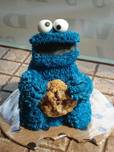No instructions, but looks like this could maybe be made from the Wilton 3D Teddy Bear cake pan - Cookie Monster Cake