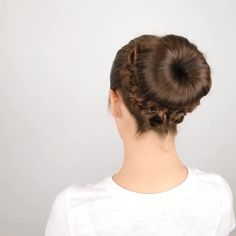 Frisuren Beautiful bun hairstyles 😍 Wedding Dresses And Their Importance A wedding is a solemn occas Hair Up Styles, Natural Hair Styles, Messy Bun Hairstyles, Wedding Hairstyles, Braided Hairstyle, Shaved Hairstyles, Undercut Hairstyles, Beautiful Buns, Hair Videos
