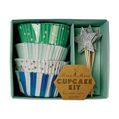 Meri Meri Toot Sweet Blue Cupcake Kit- Spangly stars, blue stripes and glitter, what better way to present your delicious cupcake Shop Meri Meri Party Supplies Cupcake Cases, Cupcake Shops, Cupcake Liners, Cupcake Wrappers, Star Cupcakes, Green Cupcakes, Peter Rabbit, Birthday Celebration, Paper Plates