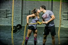 If you are looking for a hard, adrenaline-pumping workout, then, with these five CrossFit exercises, you will be working hard for that summer body! Crossfit Motivation, Body Motivation, Crossfit Couple, Crossfit Gym, Rope Exercises, Partner Exercises, Persona Feliz, Fit Couples, Fitness Couples