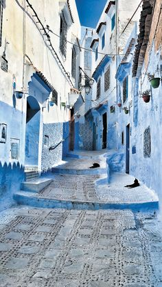 You come for a few days in Marrakech with family or friends AnnoQri Tours guarantees you high quality transport services at the best price Light Blue Aesthetic, Blue Aesthetic Pastel, Places Around The World, Around The Worlds, Photo Bleu, Places To Travel, Places To Visit, Shotting Photo, Aesthetic Backgrounds