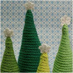 Karen Klarbæks Verden: 5. Låge i min DIY julekalender All Things Christmas, Christmas Crafts, Christmas Ornaments, Crochet Christmas, Christmas Trees, Crochet Tree, Knit Crochet, Crochet For Beginners, Beginner Crochet