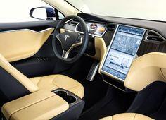 Tesla Model S: Alta tensión. Esta semana se presentó en Madrid el Tesla Model S, una berlina eléctrica de casi cinco metros de longitud que provoca alta tensión gracias a sus motores de entre 306 y 421 CV. En la primera mitad de 2014, la marca estadounidense abrirá su pr