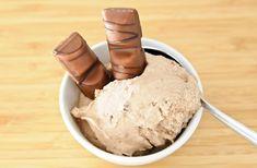 Glace au Kinder Bueno avec Thermomix, recette d'une délicieuse crème glacée au chocolat très gourmande, facile et simple à réaliser pour un dessert original.
