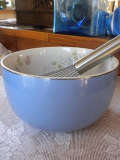 vintage Halls mixing bowl, morning glory pattern, blue, retro kitchen. $15.00, via Etsy. New Kitchen, Kitchen Ideas, Hall Pottery, Morning Glories, Mixing Bowls, Vintage Pottery, Retro, June, Bloom