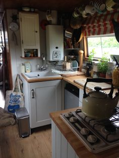 22 Canal Boat Interior Decor Inspiration for All Spaces Well Occupied - Narrowboat Kitchen, Narrowboat Interiors, Van Living, Tiny House Living, Canal Boat Interior, Houseboat Living, Tiny Spaces, Tiny House Design, Interior Exterior