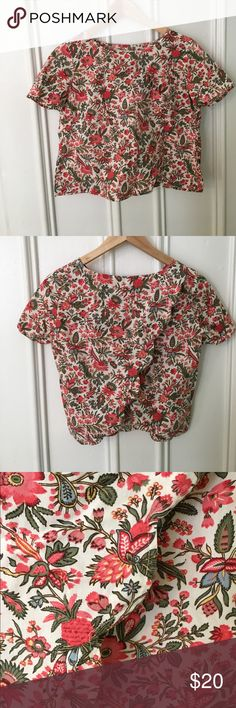Madewell scallop back floral top. Adorable for spring and summer, this scallop back top can be worn alone to show a little skin or with a cute cami peeking out of the back. Madewell Tops Blouses