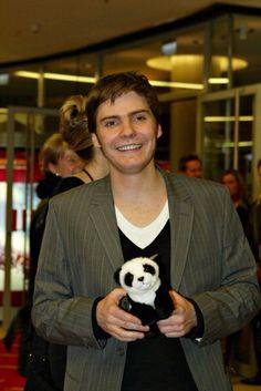 Daniel Bruhl and a panda!!!!!!!!! i love pandas, and i love Daniel Bruhl, but i could die for both ♥♥♥