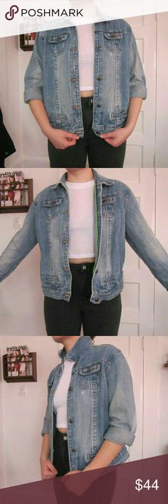 """Vintage Duck Head Denim Jacket Authentic Duck Head vintage denim jacket. This jacket is the PERFECT Jean jacket and would be great for fall. The material is a very good quality denim and it has a nice faded denim color. It has green piping on the inside. The tag says large but I'd say it fits more like a medium. For reference I am 5'4"""" waist is 28"""" hips are 38"""" and I wear size xs-s in tops and dresses. Generally I am a size 6-8 in jeans depending on the brand. Duck Head Jeans Co. Jackets…"""