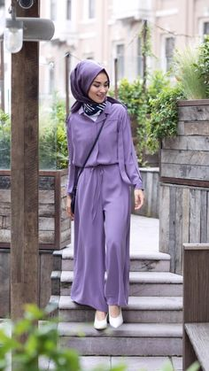 How To Combine Lilac Color Compatible Colors Lila Color? Muslim Fashion, Modest Fashion, Hijab Fashion, Fashion Dresses, Korean Fashion, Jumpsuit Hijab, Hijab Gown, Muslim Wedding Gown, Muslim Dress