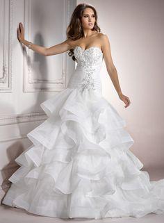 Chic Organza Sweetheart Ball Gown Wedding Dress