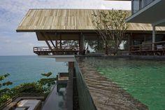 Laemsingh Villas By Bedmar Shi – 06 Tropical Architecture, Amazing Architecture, Modern Architecture, Villa Design, Roof Design, House Design, Cantilever Architecture, Residential Architecture, Villas